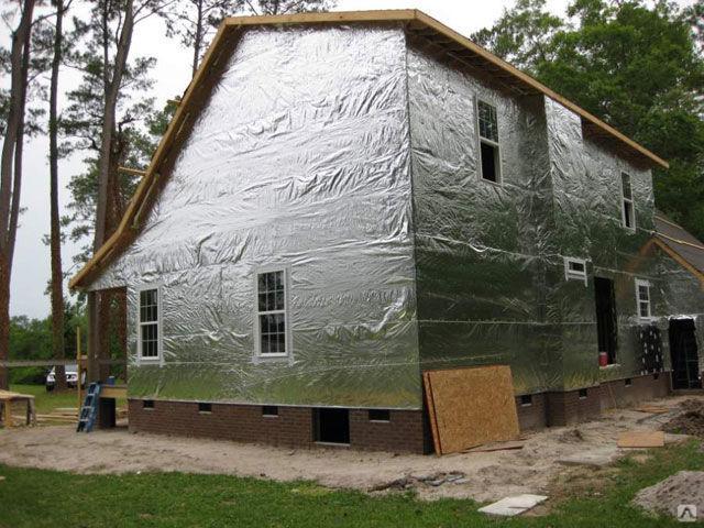 Фольгированный утеплитель: все о теплоизоляционном материале, его свойствах, видах, характеристиках, нюансах монтажа и правилах выбора
